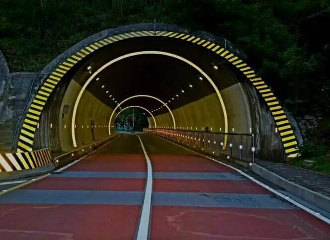 Reflective tile tunnel